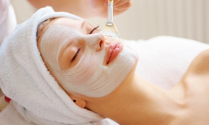 Facial Waxing at Home Versus Spa – A Comparison