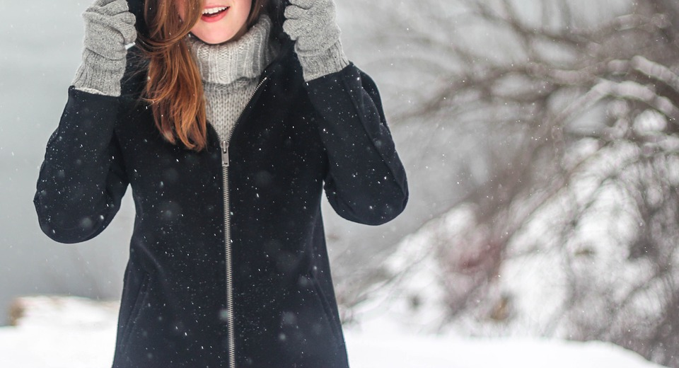 How To Keep Warm And Still Look Glamorous On Winter Evenings