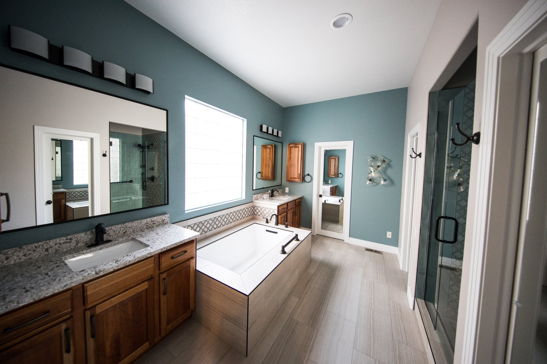 Factors to Consider Before Decorating Your Bathroom