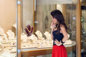 chosing jewelry