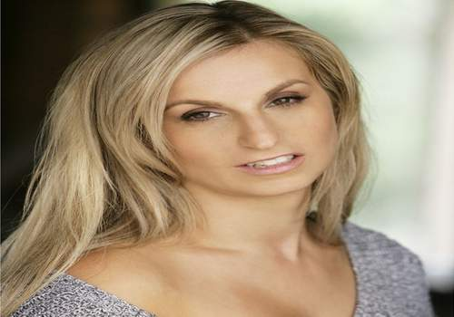 Australian Actress Robyn Duse signs with U.S Manager as she reaches for   the stars in Hollywood!